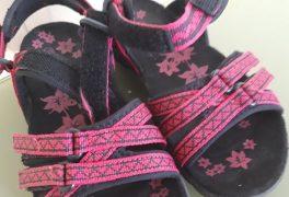 Vážení návštěvníci, včera mezi 17.30-19.00 u nás byly zaměněny dětské sandálky. Velikost 30. Proto Vás prosíme, zda výměnu bot zjistíte kontaktujte nás prosím na recepci : 727 950 663, děkujeme